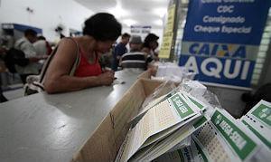 As apostas nos jogos da loteria federal também têm sentido a queda na procura